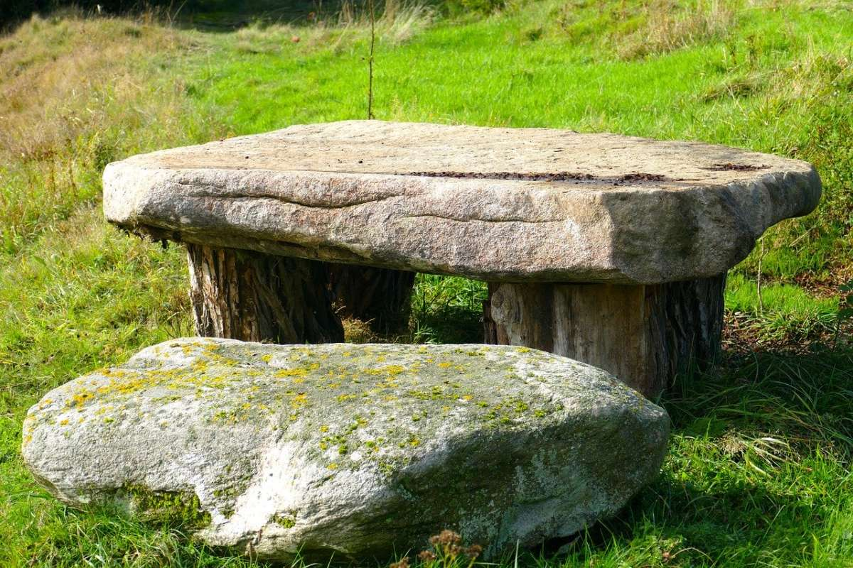 stone-table-2814444_1280